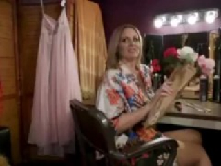 Julia Ann gets her feet worshipped by a fangirl